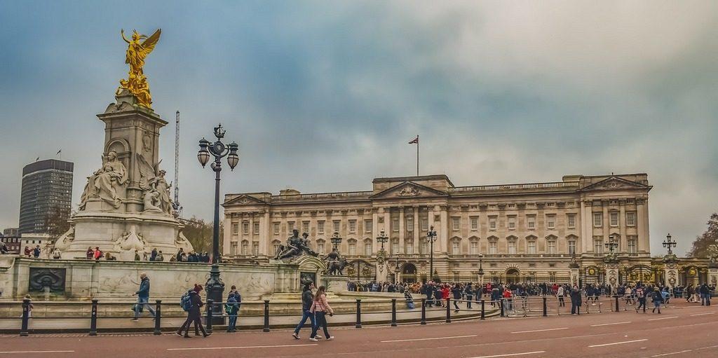 ארמון באקינגהם מבט מבחוץ