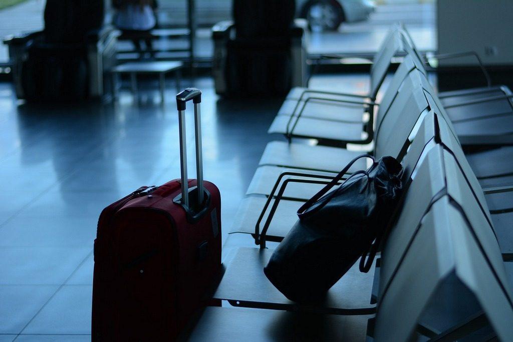 מזוודה ותיק בשדה התעופה