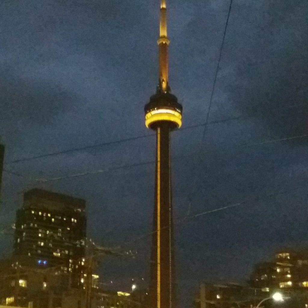 מגדל ה-CN בלילה